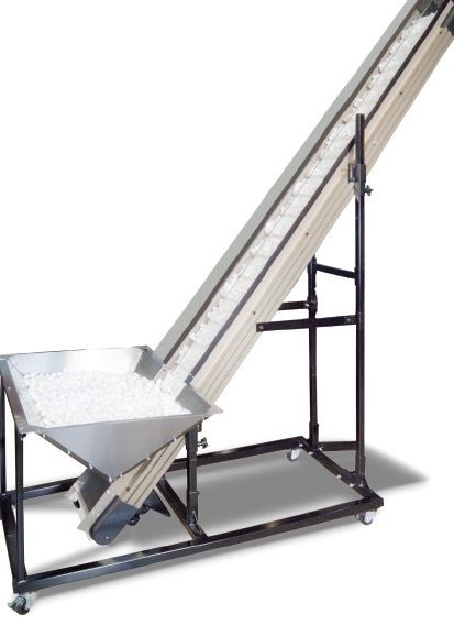 Model UF-3020 includes a bulk hopper which is incorporated into the sidewalls of the conveyor